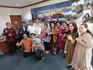 Keluarga Besar Marga Sinaga Salurkan Bantuan Untuk 'Operasi Transplantasi Hati' Bocah Karen Uli
